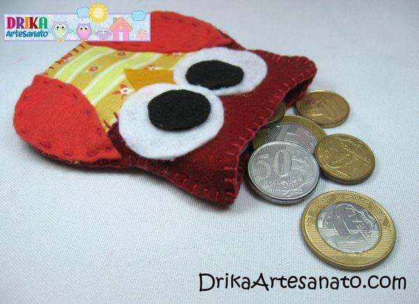 Artesanato passo a passo porta moeda de feltro com moedas ao lado