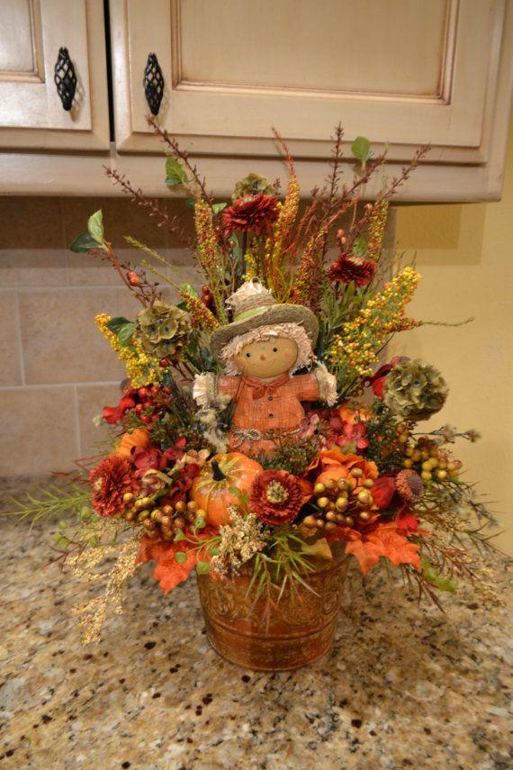 Fall Scarecrow Arrangement Decoración halloween, Halloween y - flores secas