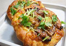 ホットケーキミックスと缶詰で簡単にできる さんまの蒲焼きのミニピザ | 「日常と食のコト」でくらしを楽しくするライフスタイルマガジン
