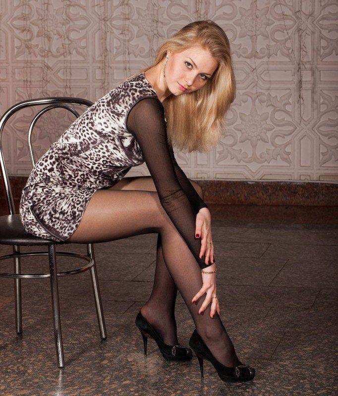 Сексуальные ножки на каблуках у девушек