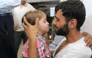 Vídeo mostra emoção de suposto pai sírio ao rever filho que achava estar morto - Mundo Árabe - iG