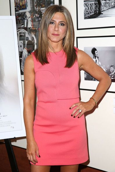 Jennifer Aniston Dark Nail Polish Coated Her Nails A Red For The Screening Of Cake