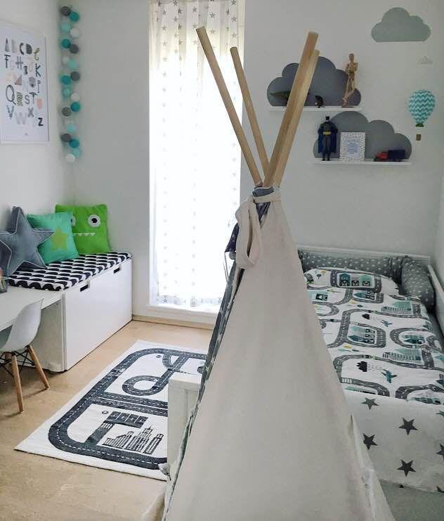 IKEA Kinderzimmer mit Wolkensticker und Tipi Kinder