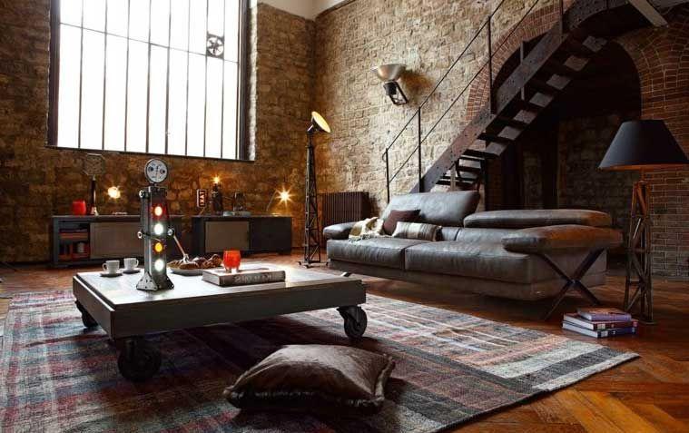 Table basse style industriel au dessus de grand tapis pas cher et