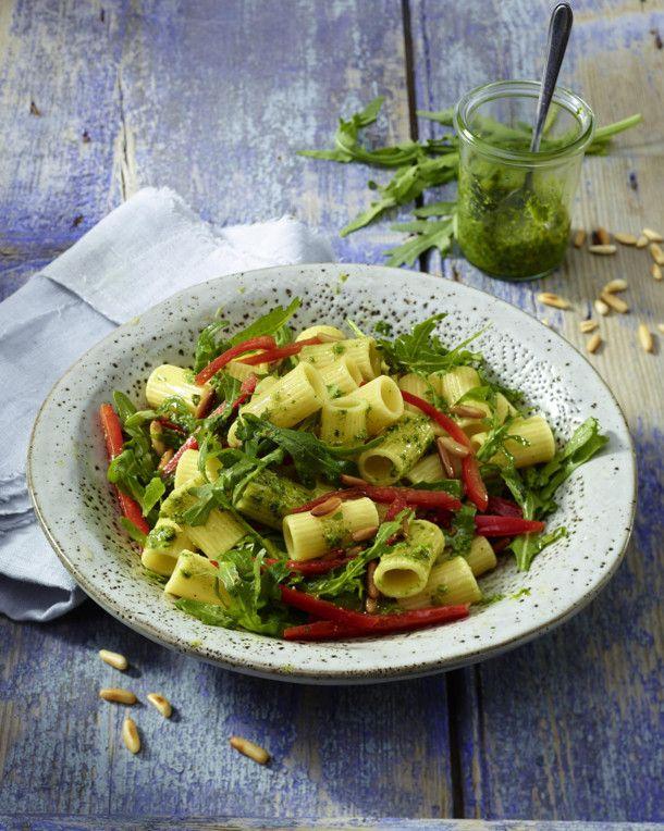 Unser beliebtes Rezept für Nudelsalat mit Rauke-Pesto und mehr als 55.000 weitere kostenlose Rezepte auf LECKER.de.