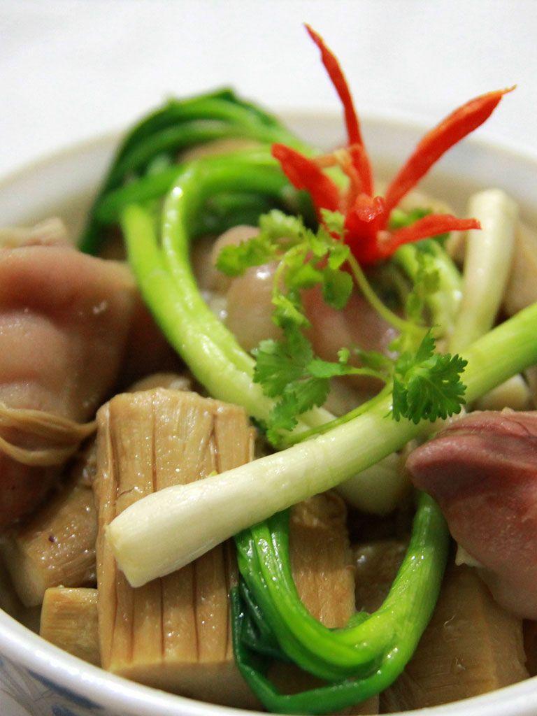 canh măng nấu chân giò, móng giò, vietnamese food