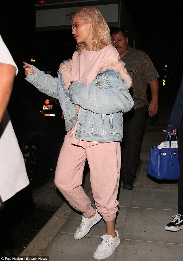 7b3ce07083 Kylie Jenner ditches the glamour as she slips into comfy Yeezy ...