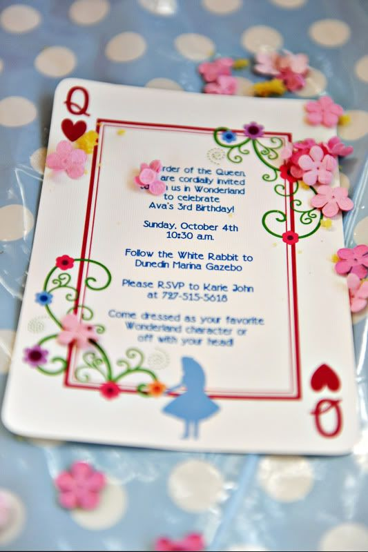 Alice and Wonderland party. I just <3 this invite....