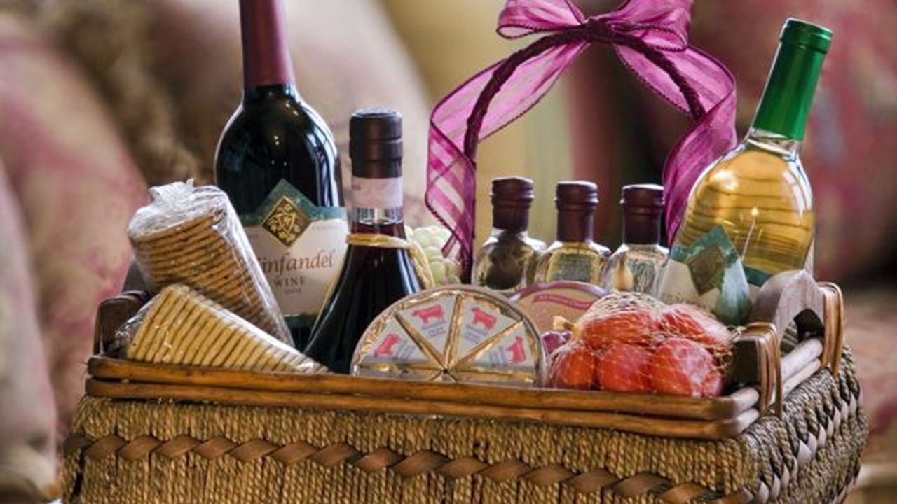 6 simple gift ideas for a young couple wine gift baskets