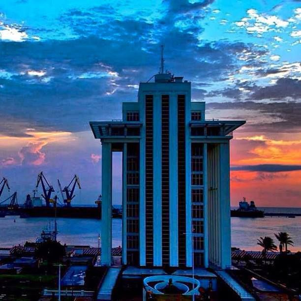 #Edificio de pemex  #Puerto  #Astilleros  #Barcos carga nacional e internacional