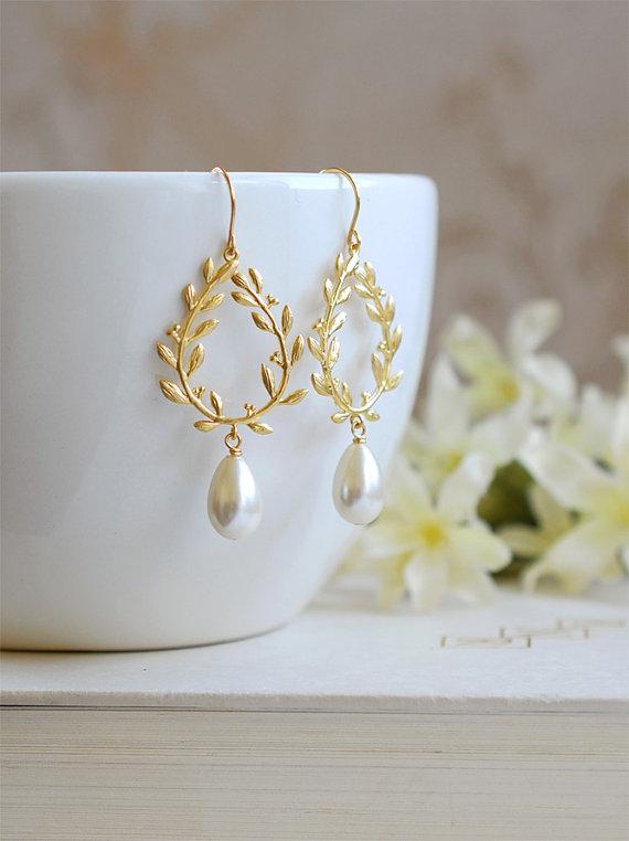 Ähnliche Artikel wie Goldene Lorbeerkranz Creme Elfenbein Teardrop Perlen Ohrringe. Hochzeit Braut Ohrringe, Ohrringe, Brautschmuck, Brautjungfern Geschenk auf Etsy