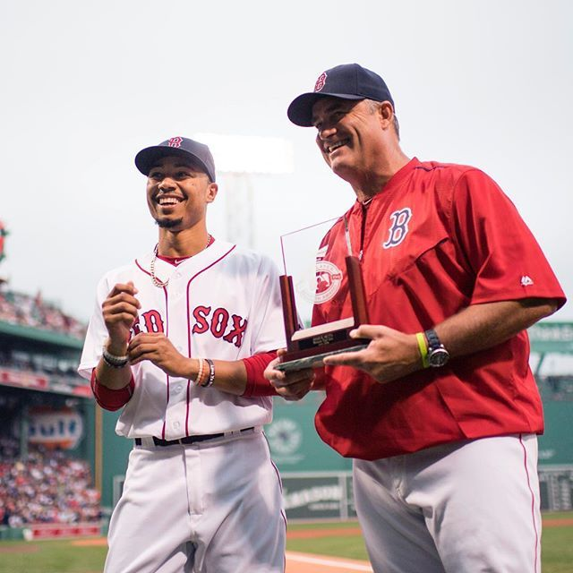 Before tonight's game @mookiebetts officially received his award as July's AL Player of the Month! 🏆 8/13/16