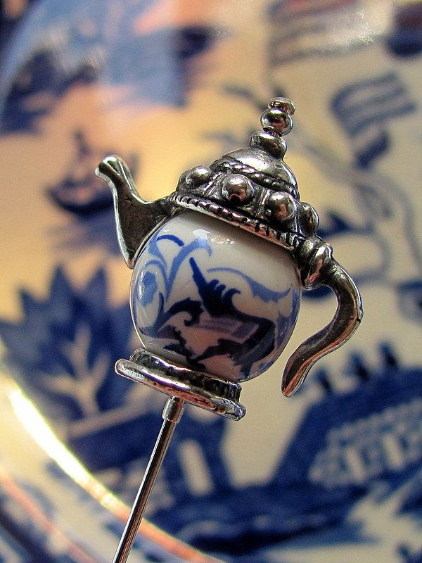 Blue Willow Tea Pot Victorian Hat Pin. This will make a fabulous birthday present for my mom.