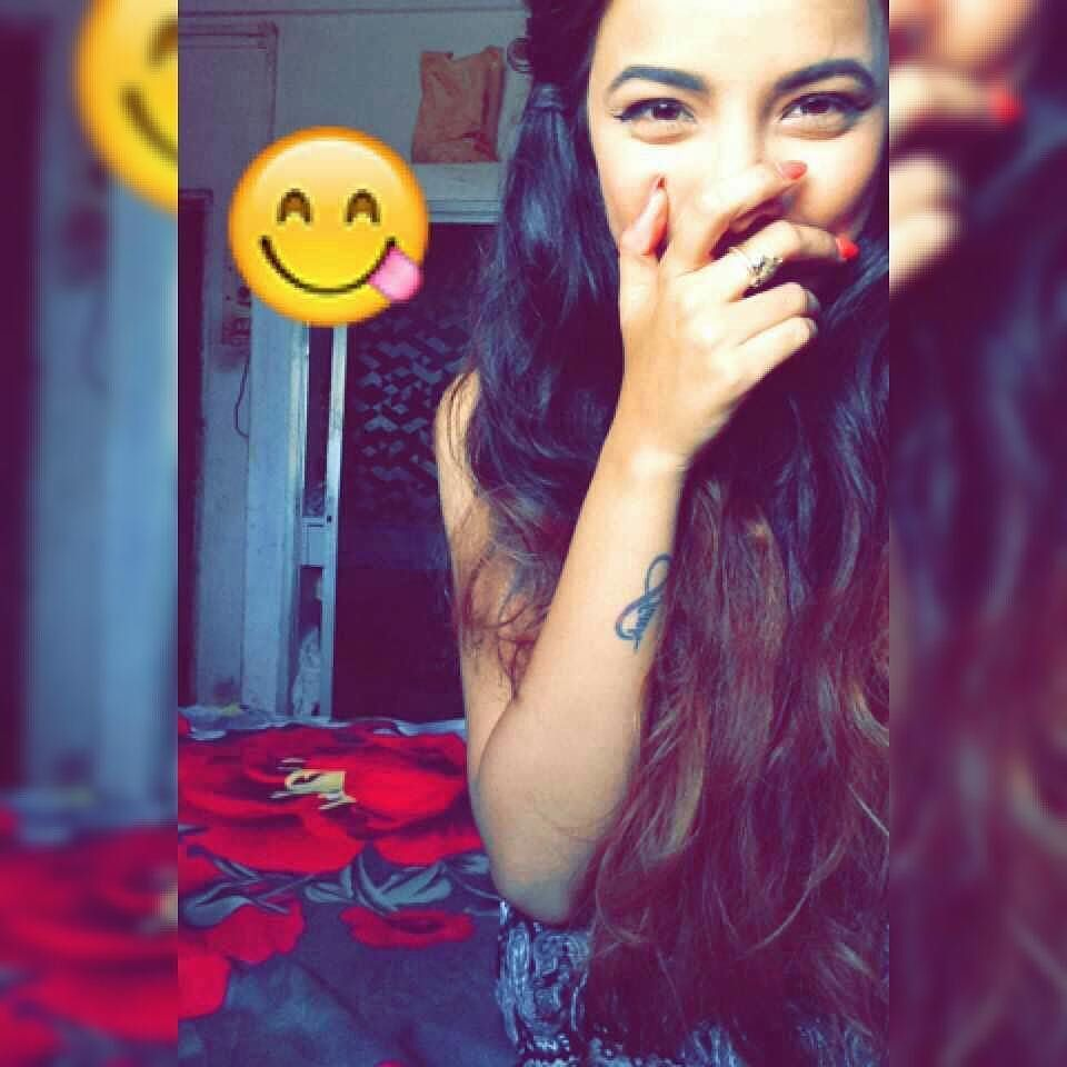 Snapchatscenes By Mrunu Cute Poses For Pictures Girl Photography Poses Pinterest Photography