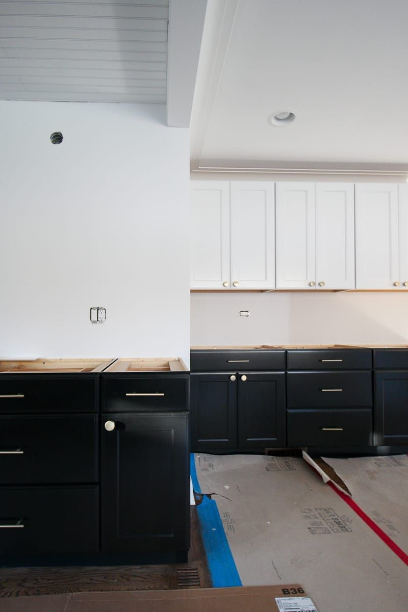 Lowe S Kitchen Cabinets Colors Size Cost The Diy Playbook Lowes Kitchen Cabinets Kitchen Set Cabinet White Shaker Kitchen Cabinets