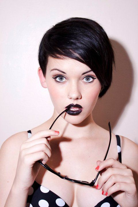 Black lipstick! I am so in live with this look !!! How black lipstick can look cute and modern ad shake off its goth image :)