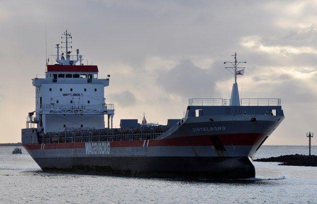 Bestemming Amsterdam 7 september 2015 te IJmuiden onderweg naar de Middensluis  met latere bestemming Coenhaven  http://koopvaardij.blogspot.nl/2015/09/bestemming-amsterdam_8.html