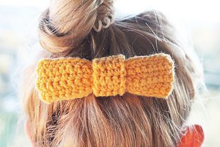 Crochet Bow pattern by Louise Bollanos #crochetbowpattern Ravelry: Crochet Bow pattern by Louise Bollanos #crochetbowpattern