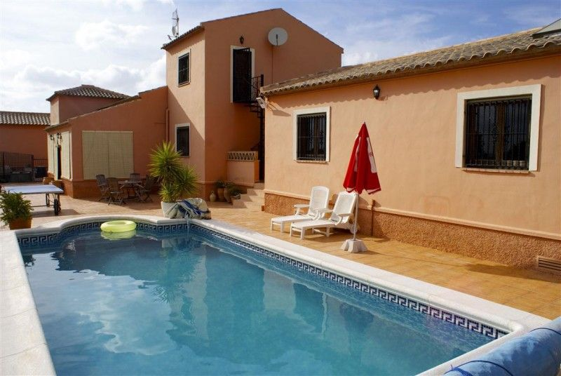 Lovely Finca Located Between Rojales And Lamarina Just A 10 Minutes Drive To Elche It S 5 Bed 4 Bath And Is Priced At 295 000 Marina