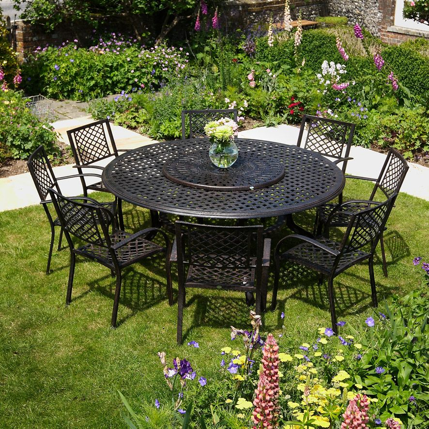 10 Easy Pieces Round Wooden Dining Tables Gardenista Round Outdoor Dining Table Outdoor Dining Table Round Outdoor Table