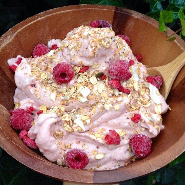 «Raspberry-nana icecream with raw granola and more raspberries. I'm crazy for raspberries lately»