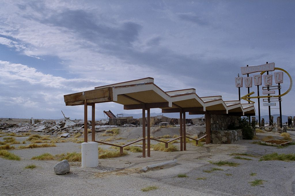 Http Www Aribrownest Wp Content Uploads 2017 03 Sundowner Motel Salton Sea Jpg Creative Inspiration Pinterest Abandoned Places And
