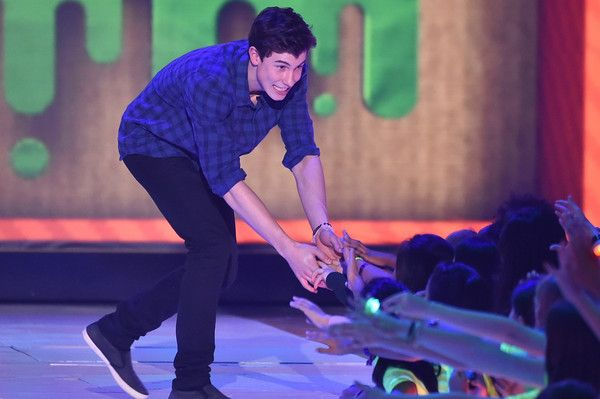 Shawn Mendes Photos - Musician Shawn Mendes walks onstage during Nickelodeon's 28th Annual Kids' Choice Awards held at The Forum on March 28, 2015 in Inglewood, California. - Shawn Mendes Photos - 1316 of 1857