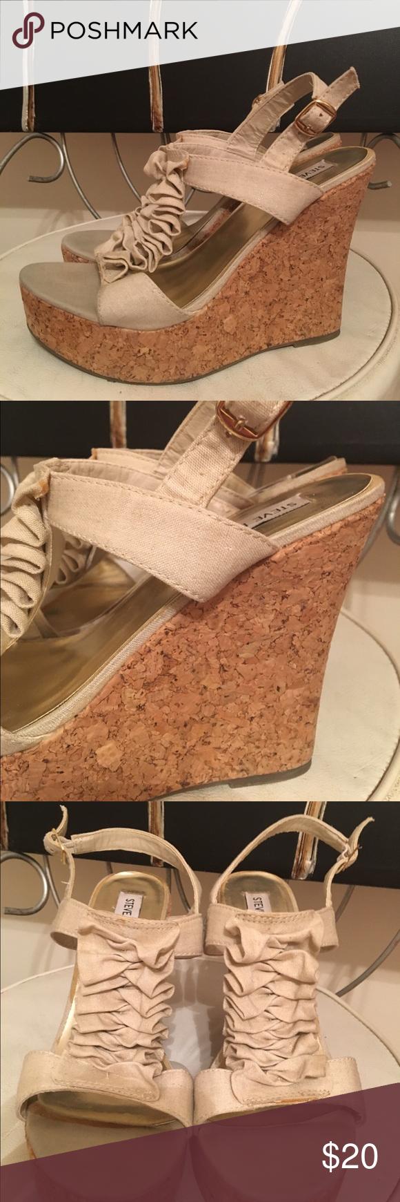 Steve Madden wedges😄 Gorgeous Steve Madden cream color cork wedges size 7.5 medium ❤ Steve Madden Shoes Wedges