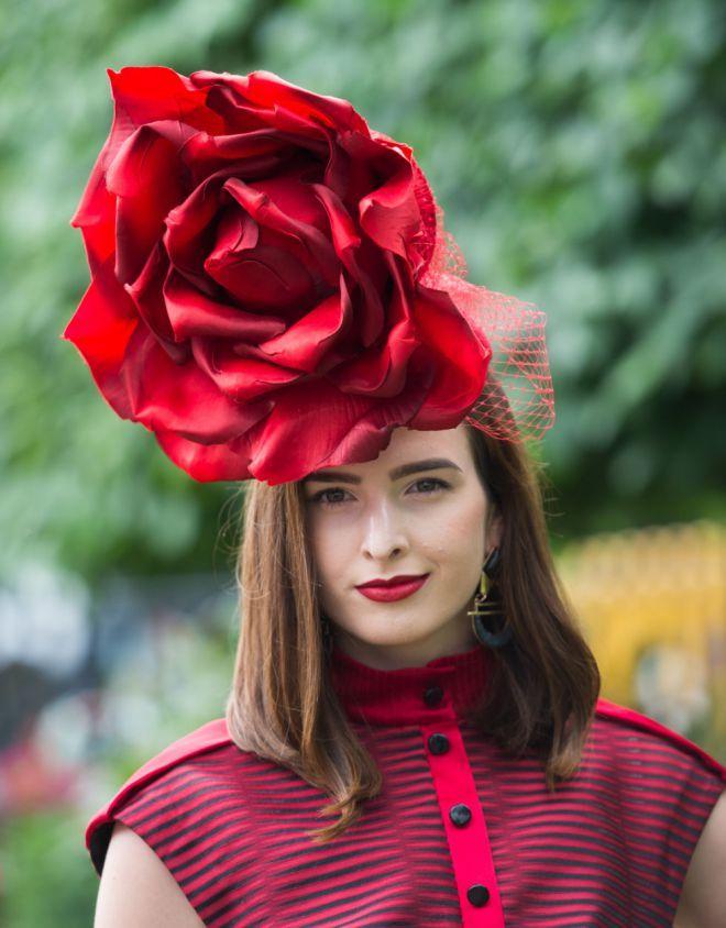 поможет шляпки с цветами фото струя воды, направляемая