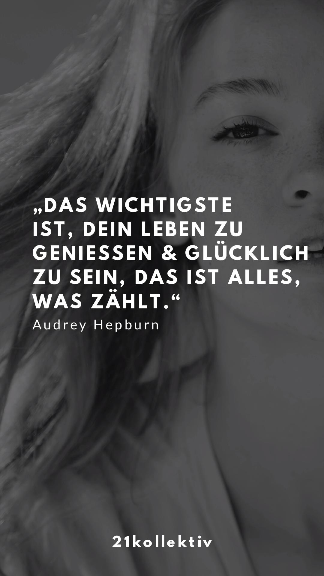 Audrey Hepburn ist eine weibliche Ikone, ein tolles Vorbild und Inspiration für unzählige Frauen. Dieser Artikel ist eine Hommage an diesen tollen Mensch. Erfahre hier 12 spannende Audrey-Fakten, die kaum einer kennt, und lies inspirierende, zeitlose Zitate.  Ohne Frage,... Audrey hatte ein interessantes Leben.