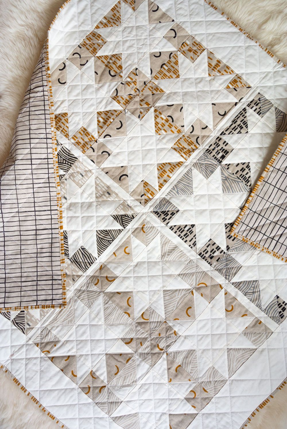 Make a Neutral Quilt with the Stars Hollow Pattern - Suzy Quilts