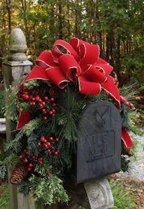 Holiday mailbox decor - LOVE!