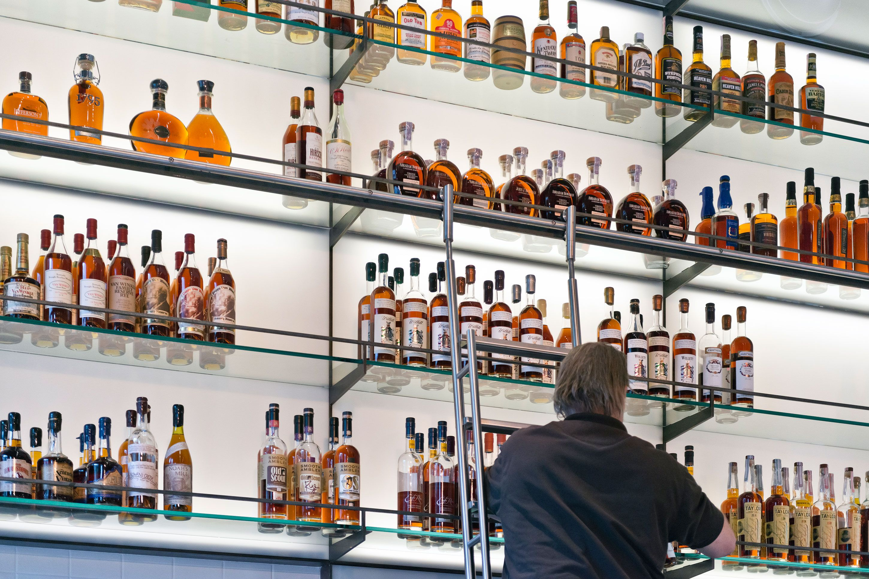 HARD WATER – eine amerikanische Whiskeybar Alkoholische Getränke ...