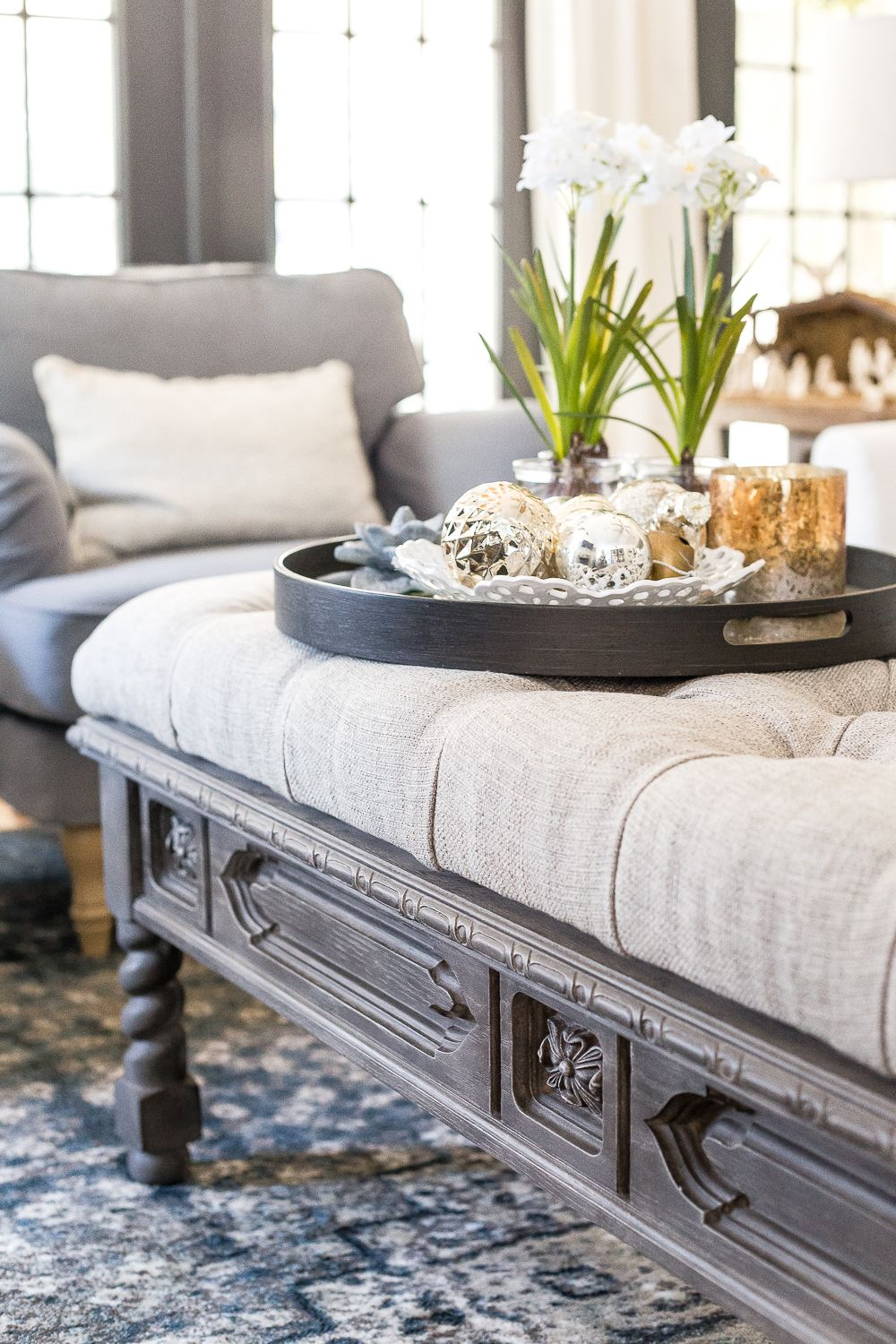 DIY Ottoman Bench from a Repurposed Coffee Table | Arreglos florales ...