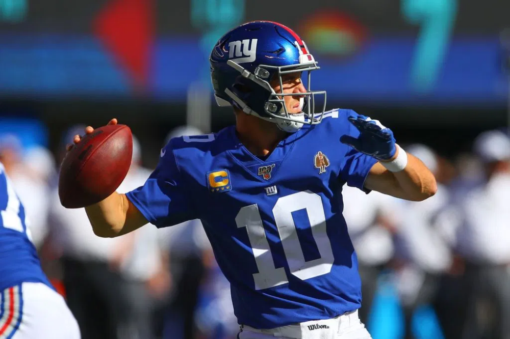 New York Giants Qb Eli Manning Benched Nfl Twitter Reacts The Latest Hip Hop News Music And Media Hip Hop Wired Eli Manning New York Giants Manning