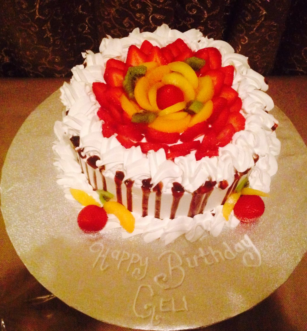 Cake Decorated With Fruits Pinterest : Tres leches cake decorated with fruit .. Pastel tres ...