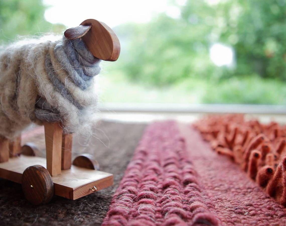 Tisca - Hier bei Tisca im Vierländereck von Österreich, Deutschland, der Schweiz und Liechtenstein pflegen wir eine große Leidenschaft: handgewebte Teppich-Unikate, die Ihr Wohnzimmer behaglich kleiden.