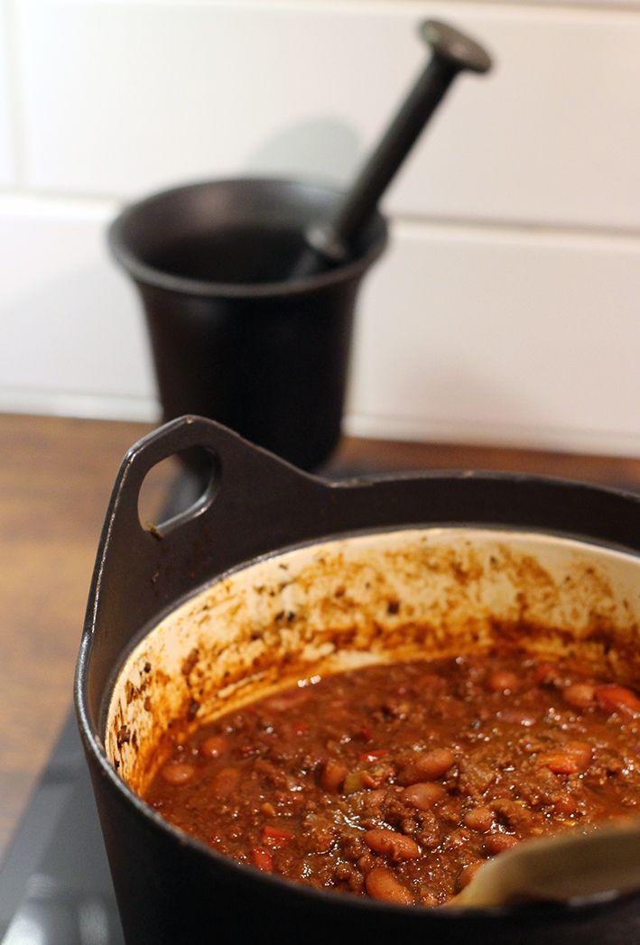 Tummien, vahvojen makujen sävyttämä, mutta silti fressi Chili con carne lämmittää talvipakkasilla.  Lue loppuun →