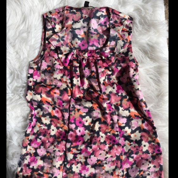 Banana Republic tank Adorable floral printed tank from banana republic. Petite size. 100% polyester. Side zip. Great condition! BUNDLES OF 5 OR MORE ITEMS ARE 50% OFF! Banana Republic Tops Tank Tops