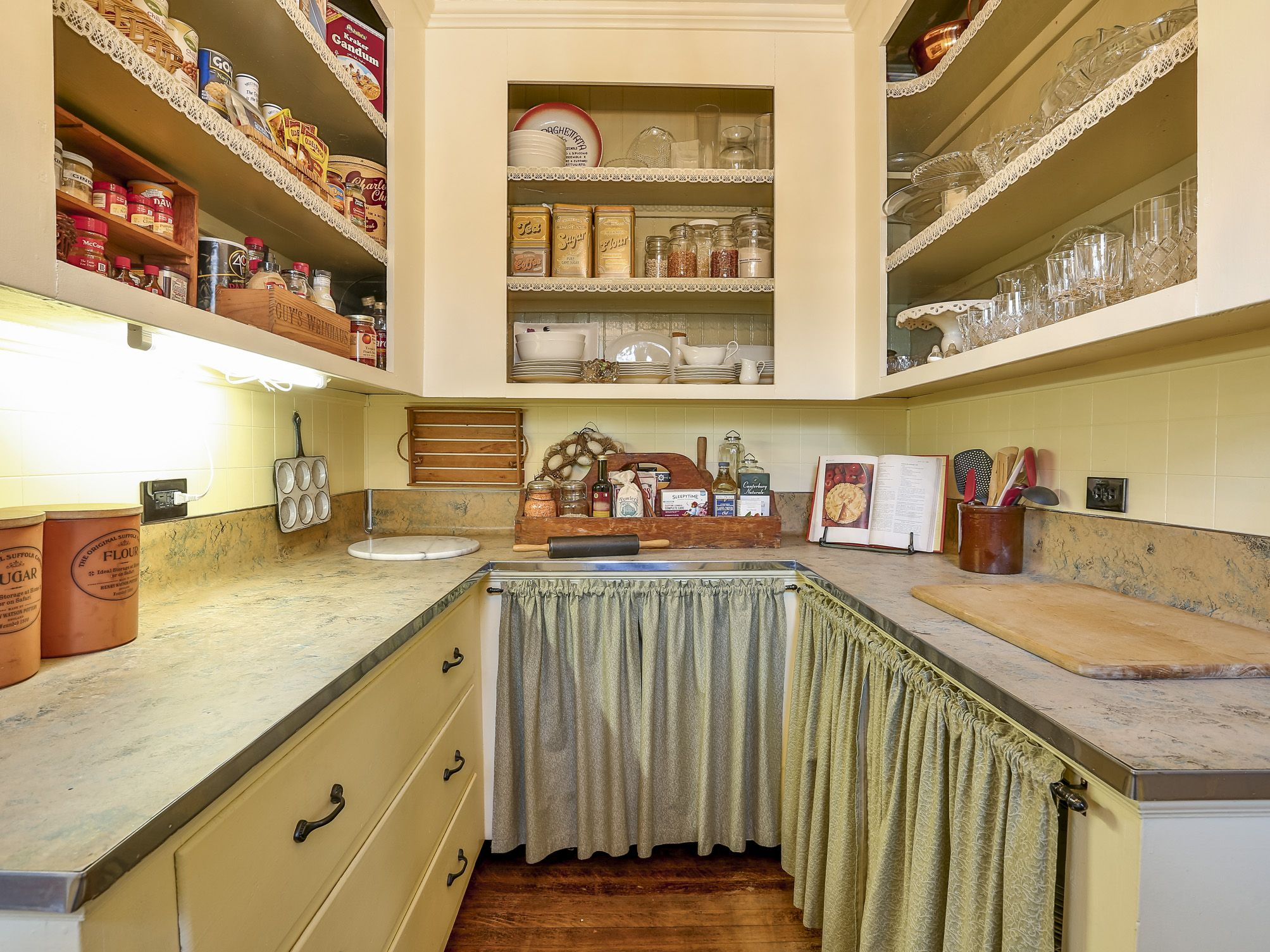 Large Pantry Serving Quarters