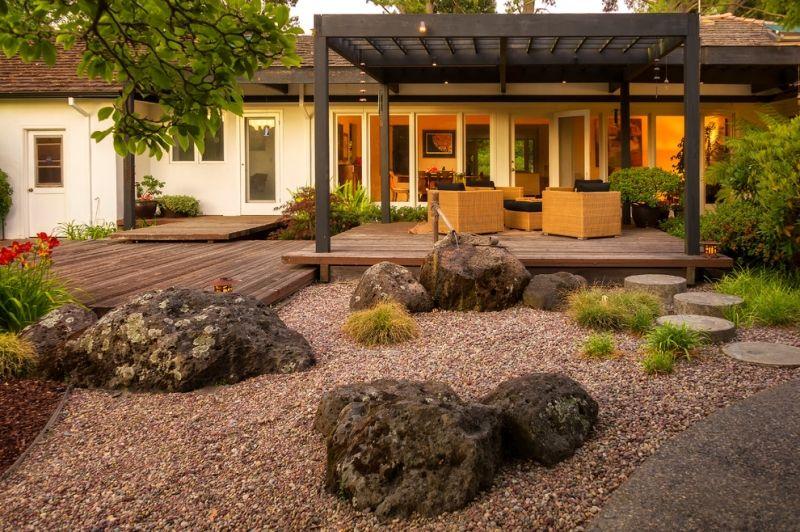 Jardin moderne avec du gravier décoratif, galets et plantes   jardin ...