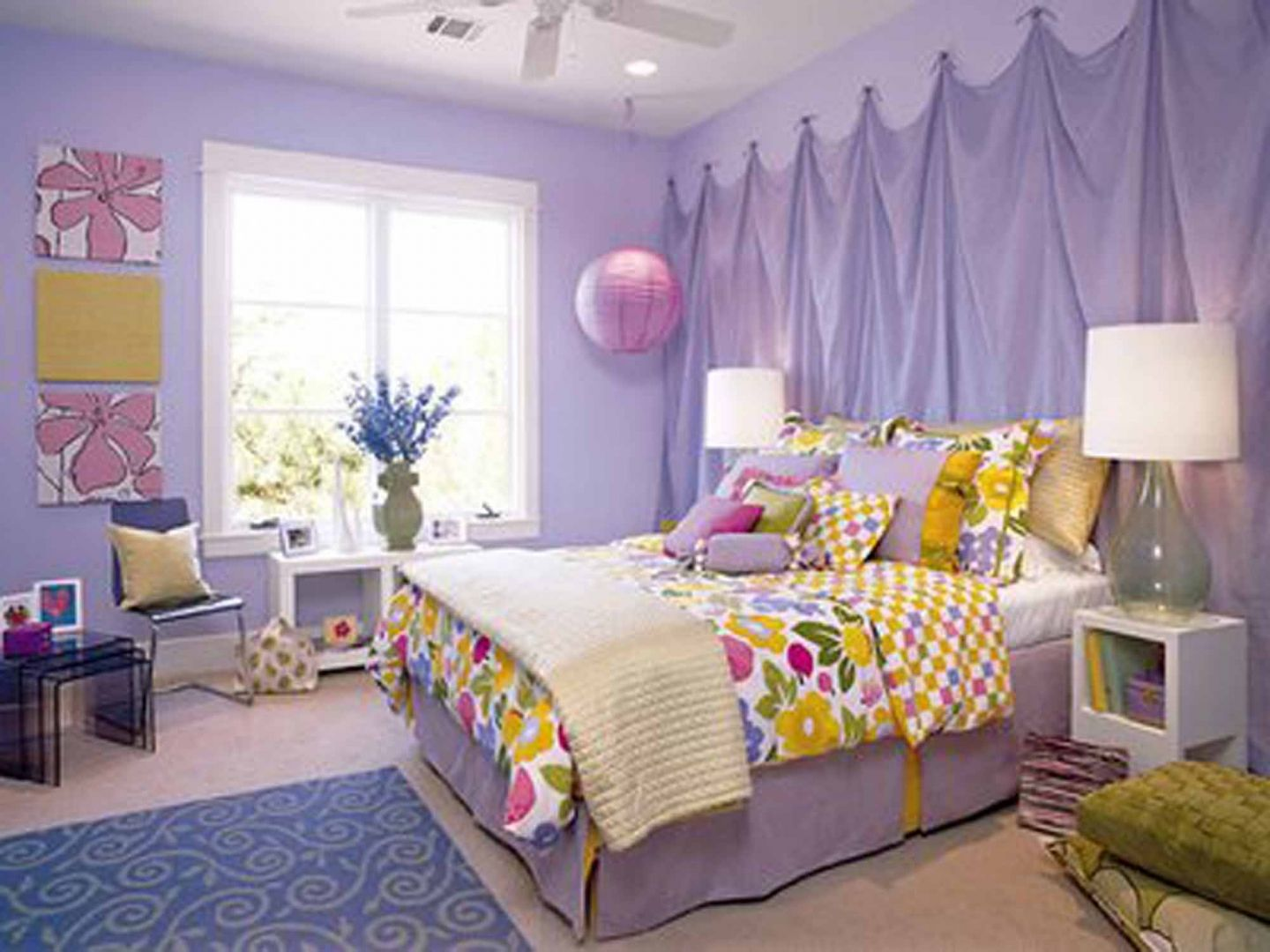 Lilac Bedroom Walls | ... Lavender Wall Paint Color and Colorful Bed Cover and White Table Lamp