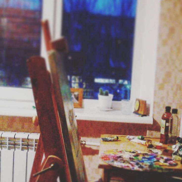 #art  #artist  #artinsta  #evening  #working  #new  #oil  #oiloncanvas  #colours  #brushes  #window  #cat  #lamp  #inspiration  #weekend  #goodday  #hard  #simple  #simpleisnotsimple  #oilpainting   #author  #drawing  #shadows  #frame  #easel  #secret #Пахнет #растворитель.  Поработала-отдохнула)) Пахнет растворитель.  Краска везде – на руках, чашках, выключателях…и даже на кошке по имени «Крокодил»