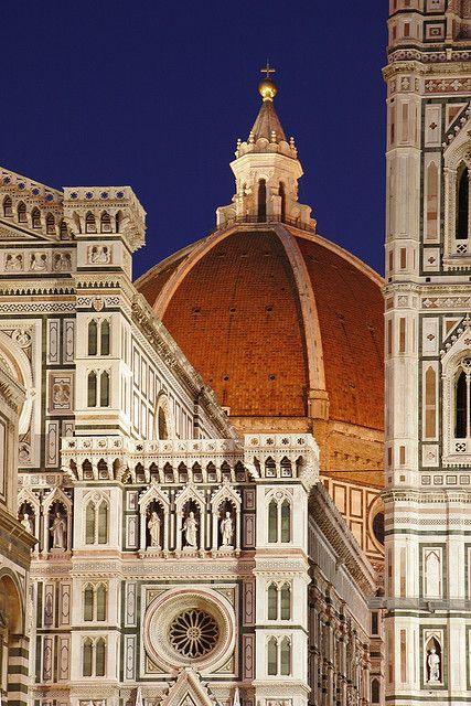 Il Duomo de Florencia. Catedral gótica construida entre 1386 y 1805.  http://bit.ly/1tJEeQj