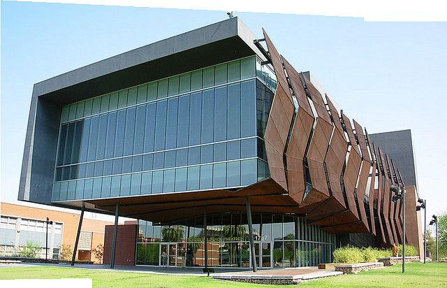 Fachada paramento exterior de un edificio dance school for Exterior edificios