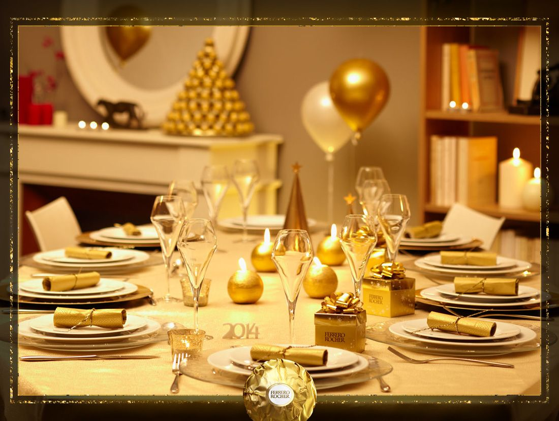 A decadently golden table complete with #crackers, #baubles and Ferrero Rocher presents for an easy New Year's Day theme