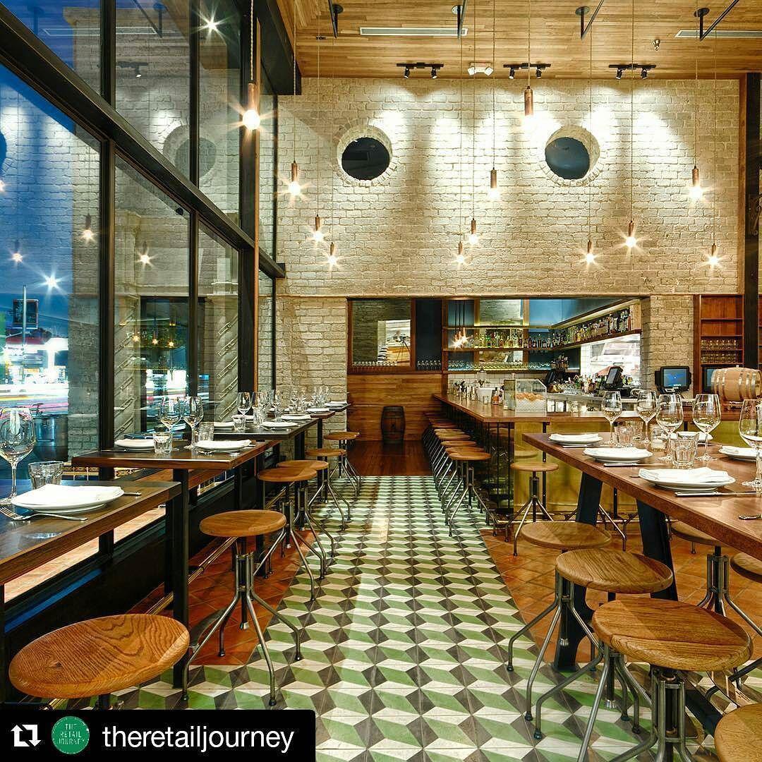 #Repost @theretailjourney with @repostapp  Republique   Los Angeles   Osvaldo Maiozzi #republiquela #losangeles #trjlosangeles #osvaldomaiozzi #foodanddrinkdesign #interiordesign #decor #retaildesign #theretailjourney @republiquela #restaurante #Decoracao