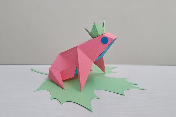 Diy Frog Sitting On Leafdigital Downloadpapercraft Etsy In 2020 Origami Frog Paper Crafts Paper Toys