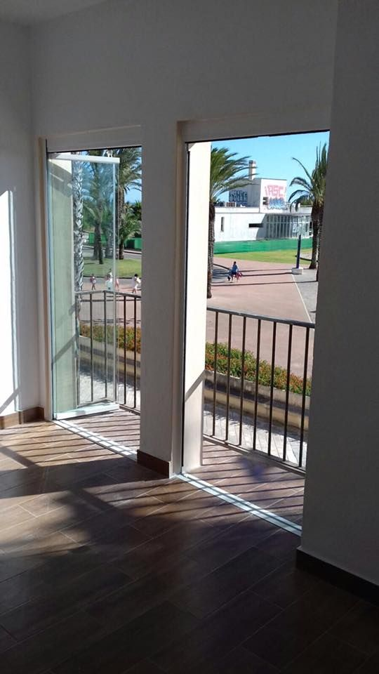 Puertas de vidrio para acceder a terrazas Sin estructuras visibles