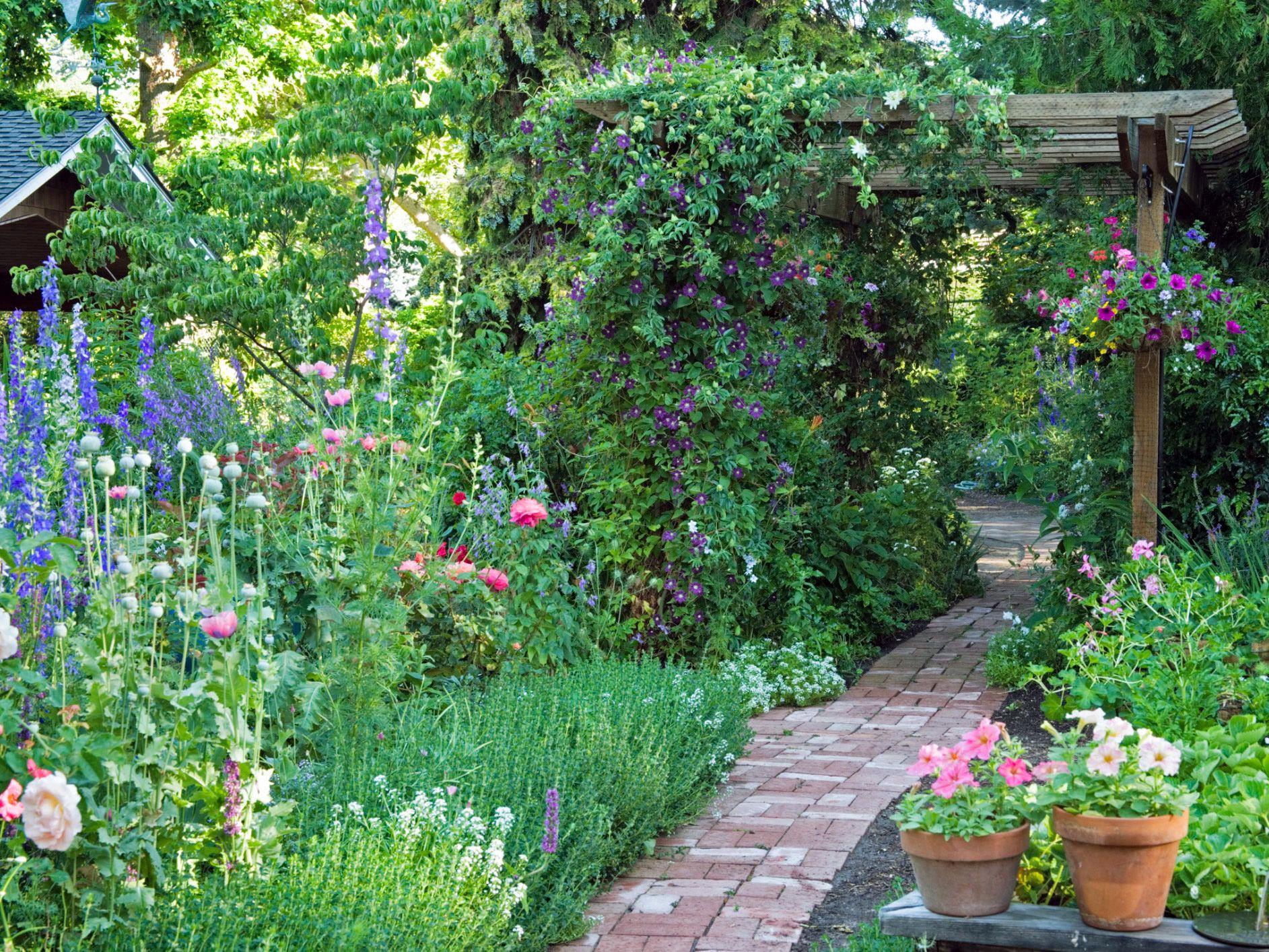 10 Ways To Create An English Garden Bahçe Alanlar Yerler 400 x 300